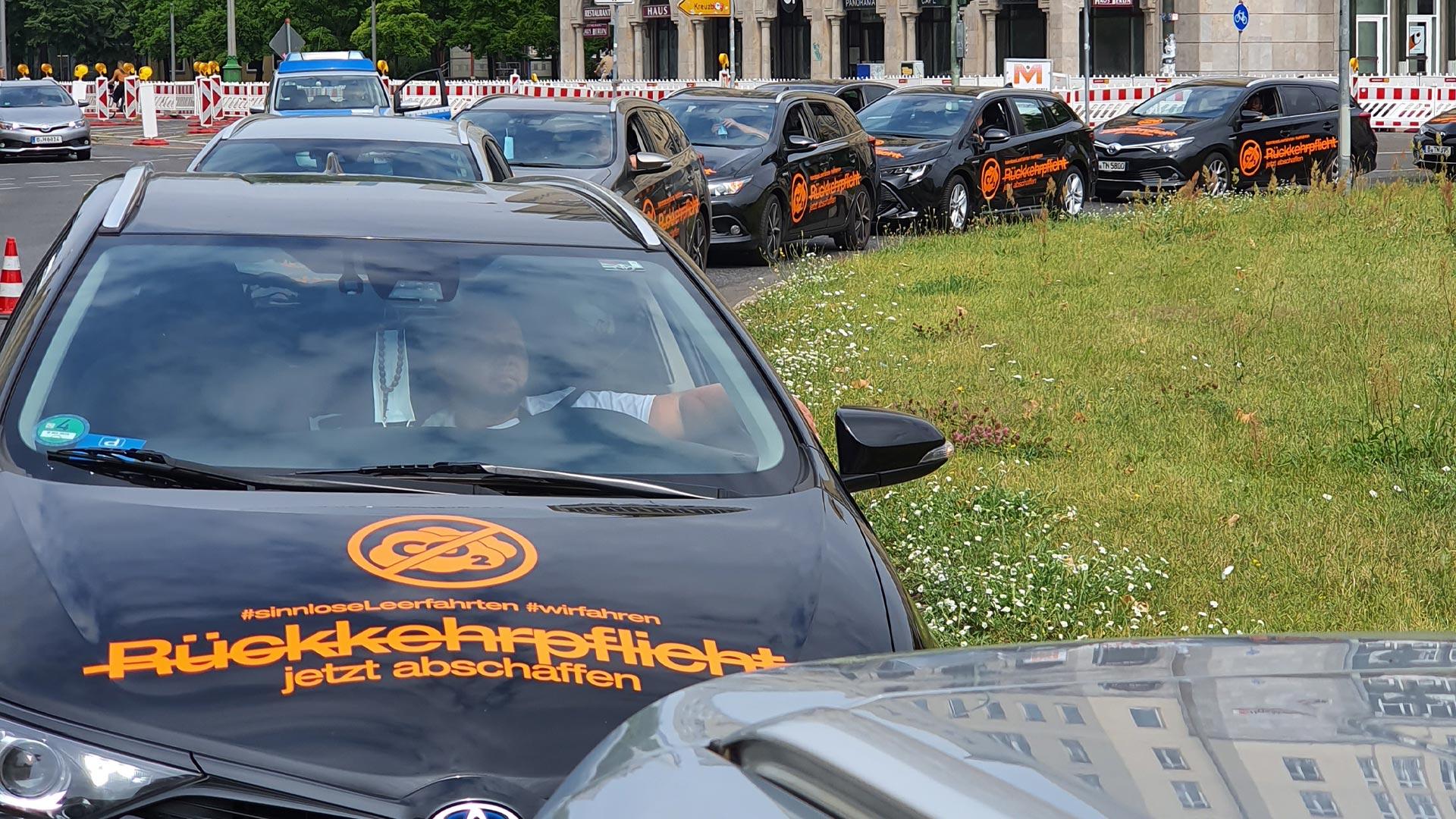 """Mietwagen-Demo gegen das """"Taxischutzgesetz"""" PBefG"""